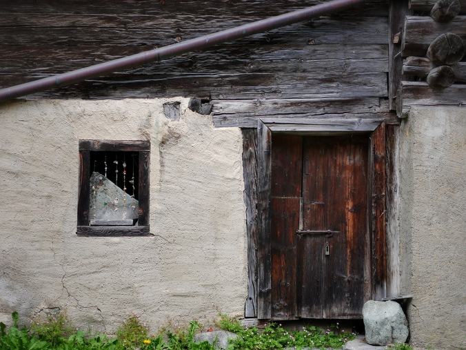 Kaunis ikkuna ja ovi (Sveitsi)