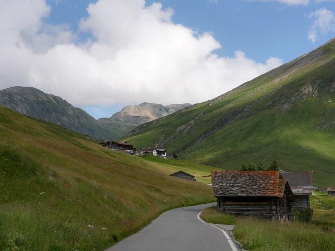 Vuoristotie Sveitsissä